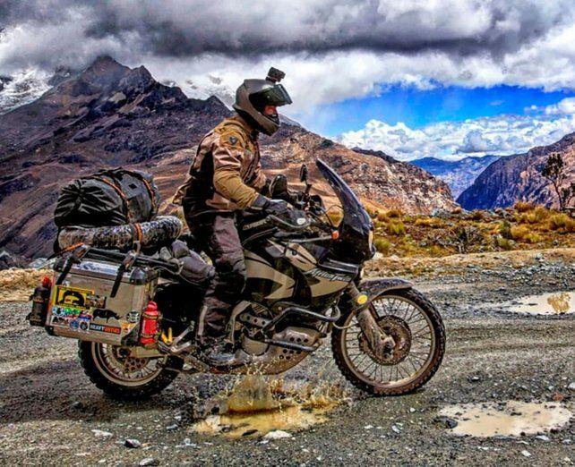 Un motociclista español se salvó de milagro en una ruta de Jujuy