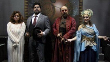 Protagonistas. Daniela Tabernig, Enrique Folger, Licio Bruno y Florencia Machado, figuras de Mefistófeles.