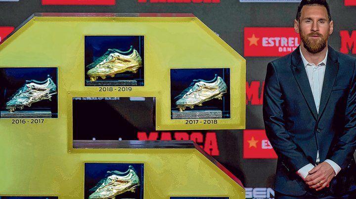 Vitrina especial. Leo y sus 6 Botas de Oro que logró con el Barsa. Las últimas tres las obtuvo en forma consecutiva.