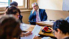 Ayer, Fernández tomó exámenes a sus alumnos.