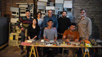 El equipo. Coordinados por ingenieros de Nodo Tau y del Grupo Obispo Angelelli, los jóvenes del Nueva Oportunidad son parte fundamental del proyecto.
