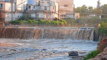 Postal de Carcarañá. La presa es la única hidroeléctrica que funciona en todo el territorio santafesino. Fue construida, afirman, en 1865.