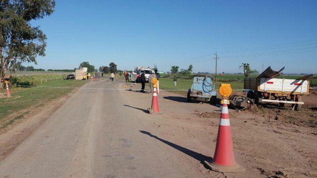 El auto el que iban las víctimas quedó a un costado de la ruta, donde se realizan trabajos.