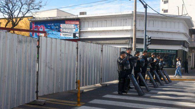 Policía colocó un fuerte dispositivo de seguridad en Salta y Riccheri.