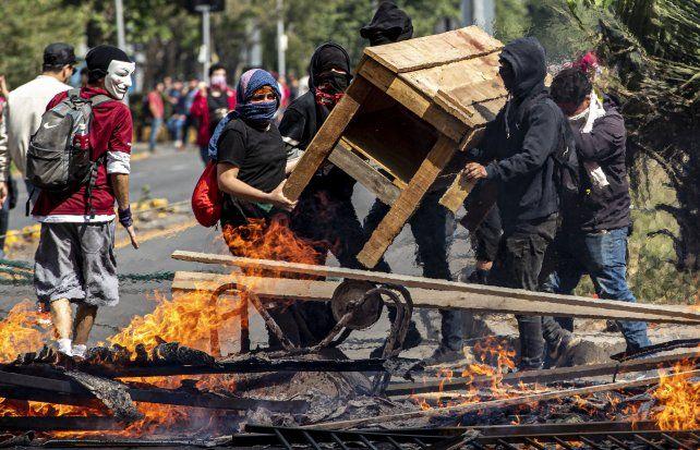 Los militares ocupan las calles en Chile tras los graves incidentes