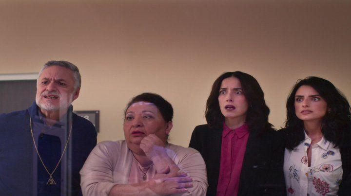 Lo primero es la familia. La casa de las flores sigue los amores y las tensiones en la familia De La Mora.