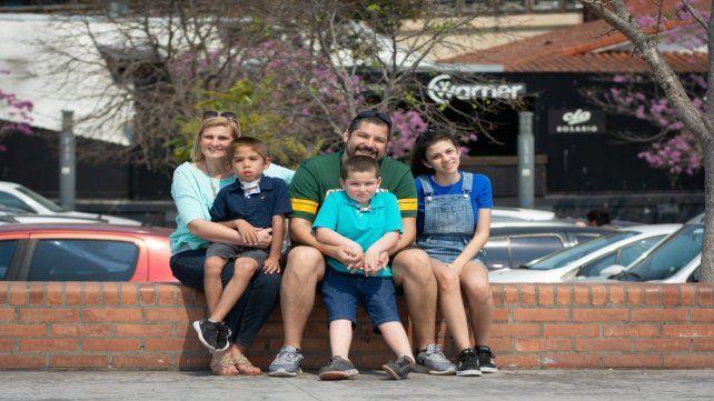 Familia completa. Ingrid junto a sus hijos Wally