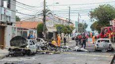 La avioneta cayó sobre varios autos estacionados en una calle de Belo Horizonte.