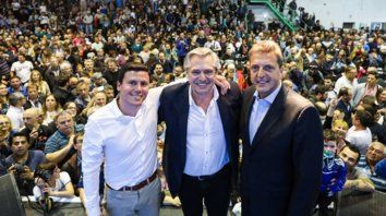 Olavarría. Fernández compartió un acto con Massa y Aguilera, candidato a intendente del FdT.