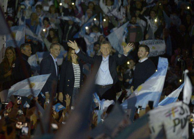 Macri fue seguido por una multitud en el Parque España.