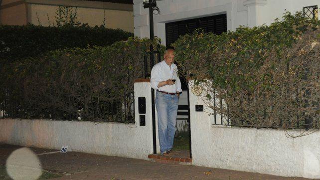 Octubre de 2013. El entonces  gobernador Bonfatti tras el ataque contra su casa