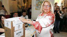 Lilita Carrió, ayer en el momento de emitir su voto.