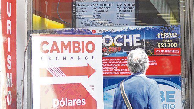 calmo. La plaza cambiaria operó ayer con tranquilidad y con el dólar en baja en Rosario y Buenos Aires.