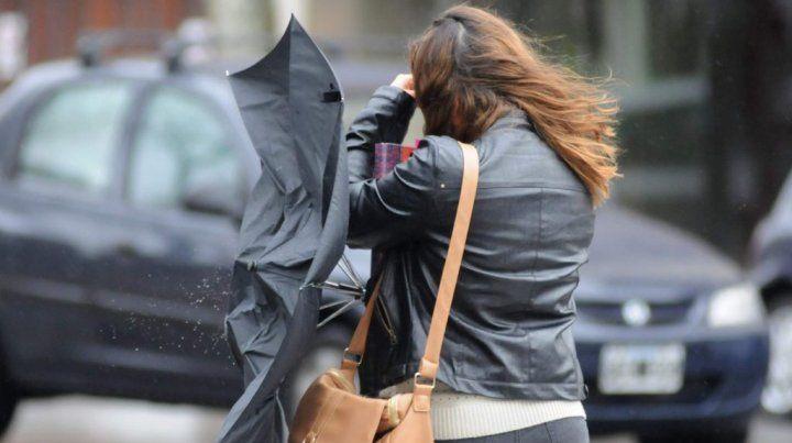 Rosario y el sur provincial están bajo alerta por vientos intensos con ráfagas