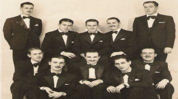 La orquesta típica Conti-Munné. Enrique Juan es el primero de la izquierda, arriba.
