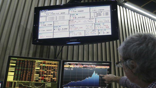 En espera. La cautela sigue prevaleciendo entre los inversores.
