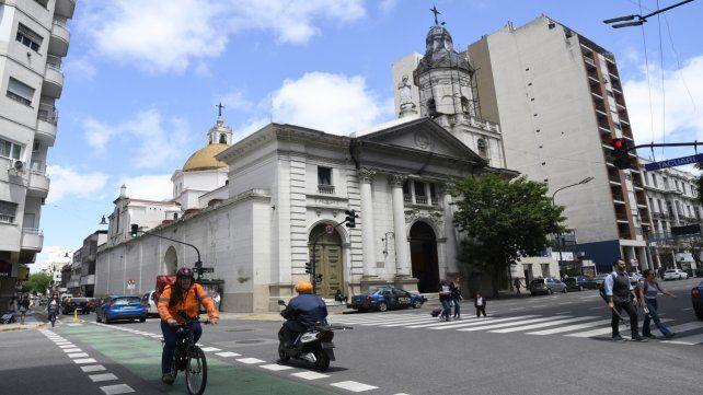 Histórica. Está ubicada en avenida Independencia y Tacuarí.