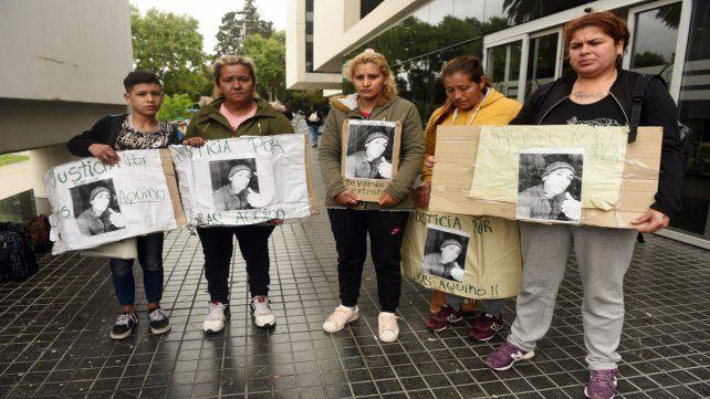 Explicaciones. Eso fueron a pedir ayer los familiares de Lucas Aquino al Centro de Justicia Penal.