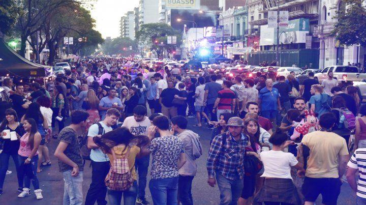 Un clásico. La avenida Pellegrini se transformó en peatonal para celebrar el culto por la cerveza.