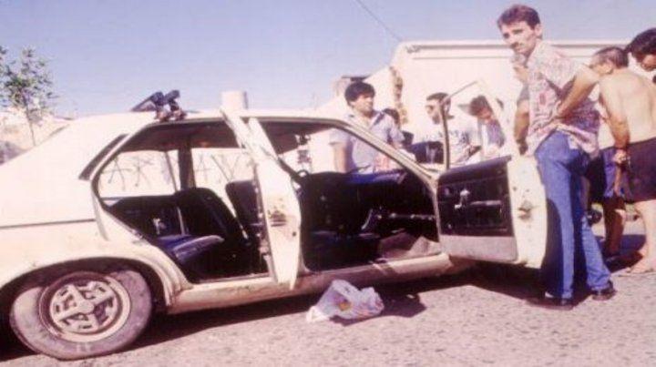 Sangre. El Dodge 1500 donde iba una de las víctimas fatales del hecho.