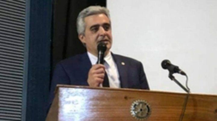 El rector de la UNR.
