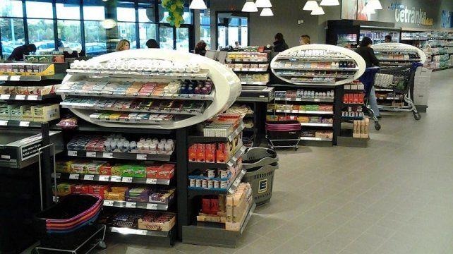 Proponen sacar las golosinas de las cajas de supermercados