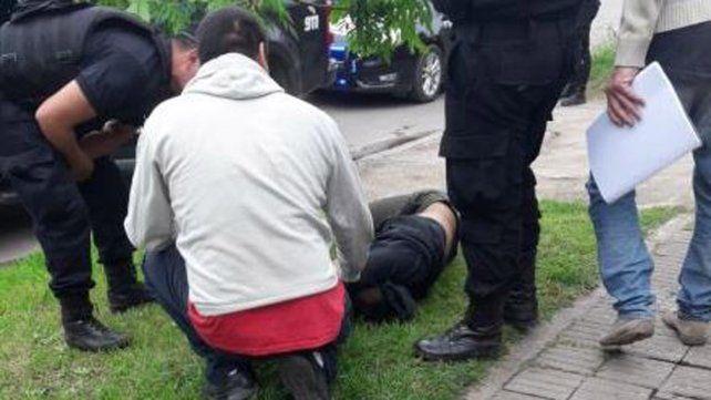 Un video muestra cuando un policía ejecuta a un adolescente
