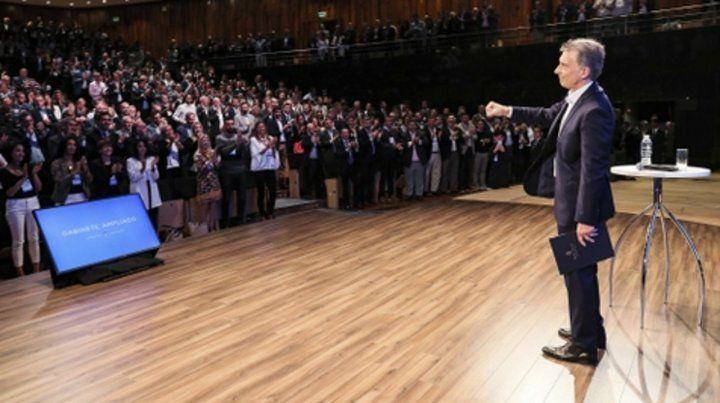 tropa reunida. Mauricio Macri comenzó a despedirse de la Presidencia de la Nación.