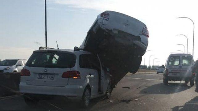 Impactante triple choque en el viaducto de ingreso a la ciudad por la autopista a Córdoba