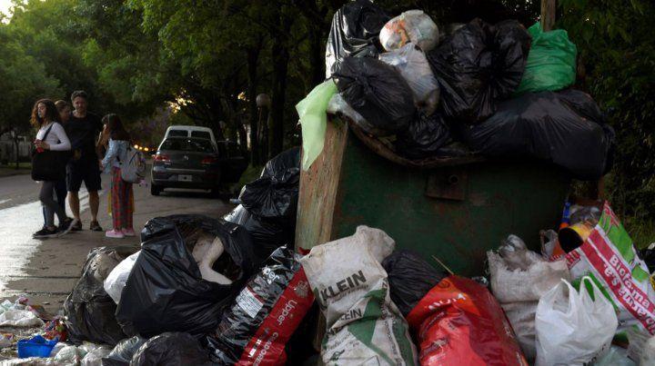 Los residuos se acumulan en cada esquina del jardín de la provincia.