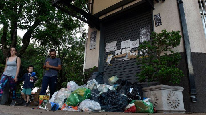 El intendente de Funes dijo que salió con su gabinete a recolectar los residuos