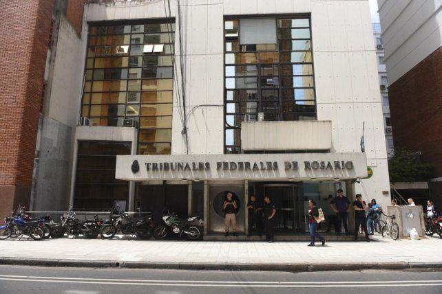 Reforzaron la seguridad en los Tribunales Federales por un presunto tiro en una ventana
