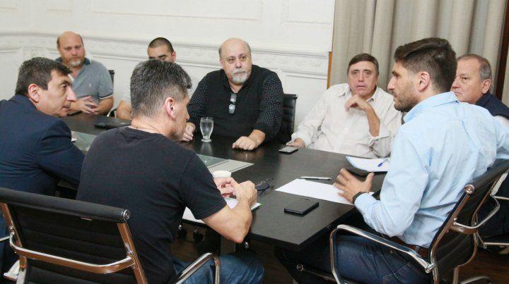 El ministro Pullaro en la reunión con los representantes de los taxistas