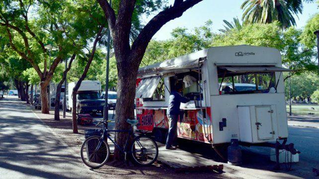 Gigliani advirtió que los food trucks no cumplen con reglas de seguridad e higiene vigentes.