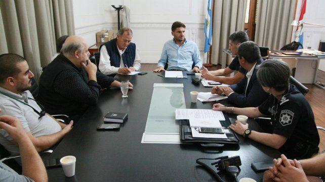 Los representantes de los taxistas en la reunión con Pullaro.