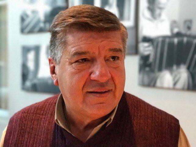 José Luis Leguina, el actual jefe comunal de Hughes, maltrató a su sucesor.