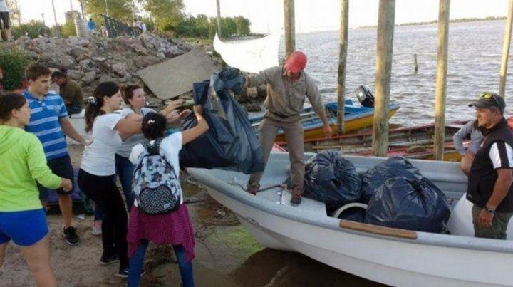 Una cruzada solidaria para limpiar de plásticos el río Paraná