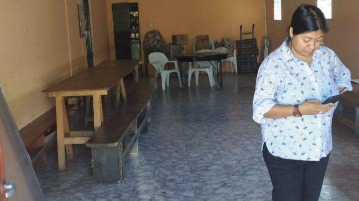 Ledesma en el salón donde funciona el comedor.
