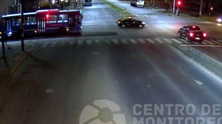 El video del violento choque en Pellegrini y Provincias Unidas