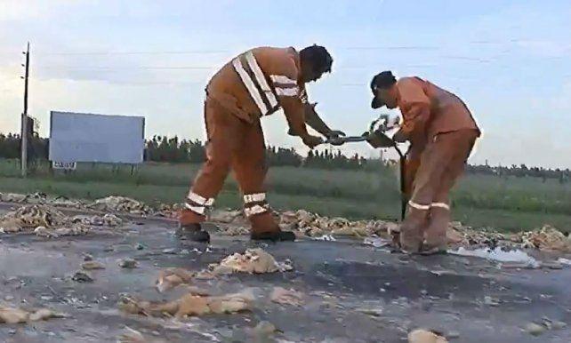 Una cuadrilla de operarios debieron trabajar durante casi dos horas para despejar la autopista por completo. (Foto: captura de video)