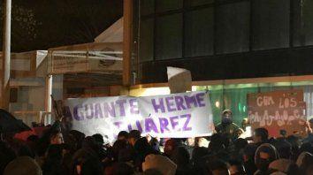 Los obreros abrazaron la Cooperativa Portuaria, ahora se opondrán a que intervengan el sindicato.