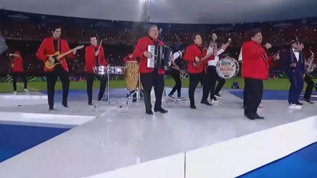 El imperdible y emotivo show de Los Palmeras en la previa de la final de la Sudamericana