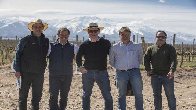 Equipo. Directivos de Chandon recorrieron con periodistas viñedos del Valle de Uco.
