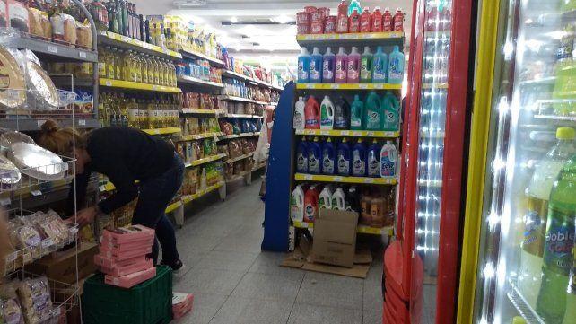 Impacto. En Rosario unas 30 mil personas trabajan en autoservicios y almacenes.