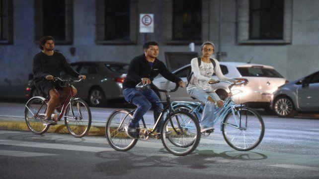 La bicisenda de la avenida Pellegrini es una de las que tiene mayor movimiento en la ciudad.