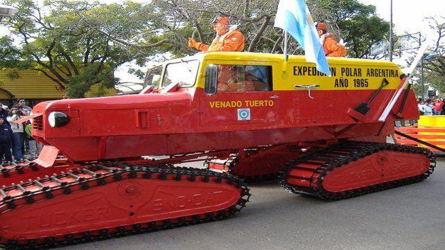 El mecánico. El venadense realizó más de 60 adaptaciones a los vehículos que llegaron al extremo terrestre.