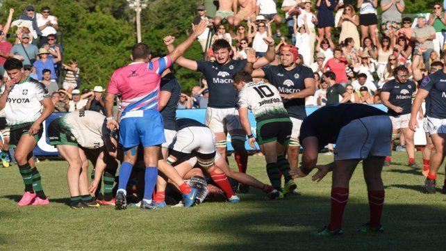 Pitazo final. Claudio Antonio marca una infracción de Duendes y decreta indirectamente el final del partido. Jockey es finalista.