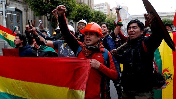 Vacío de poder en Bolivia: renunció toda la línea sucesoria