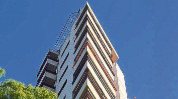 Edificio tranvía. Una de las obras de la arquitecta Matilde Luetich, en avenida Belgrano y Buenos Aires.