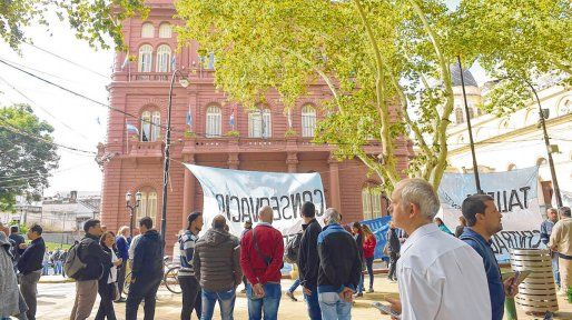 reclamo salarial. Los trabajadores anunciaron una movilización frente al Palacio Municipal para evidenciar su malestar.